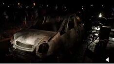 Carro sem registro de furto é incendiado em bairro de Três Lagoas