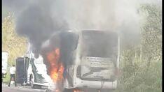 Ônibus de sacoleiros é destruído por incêndio; veja vídeo