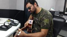 Vocalista da banda Farrapos & Trapos, Luiz Acosta fala sobre o projeto solo na CBN