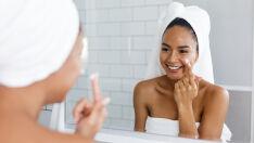 9 dicas para controlar a oleosidade e fazer as pazes com a pele