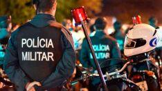 Motociclista chuta moto de policial, resiste à prisão e xinga militares