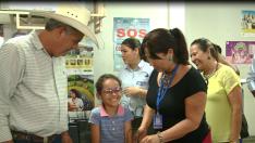 Secretaria de Saúde entrega óculos e próteses dentárias para pacientes