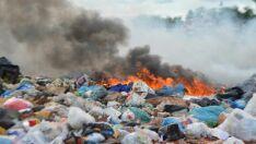 População questiona condições da coleta e despejo do lixo