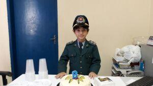 Criança admiradora da PM ganha festa surpresa de militares