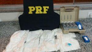 Três pessoas são presas transportando 3 kg de cocaína em ônibus