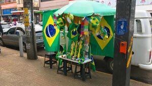 Procura por adereços da Copa ainda é tímida no comércio de Campo Grande
