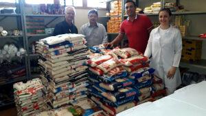 Entidades recebem doações de alimentos e dinheiro arrecadados na Expopar