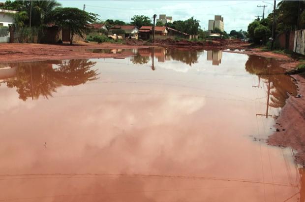 Obras inacabadas causam transtornos no bairro Vila Alegre