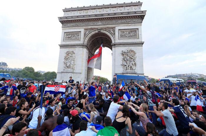Seleção francesa chega nesta manhã a Paris e será homenageada