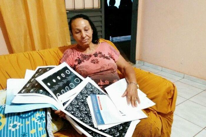 Paralisia gradativa e silenciosa muda vida de dona de casa
