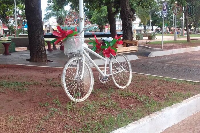 Prefeitura de Paranaíba licita itens para decoração de Natal
