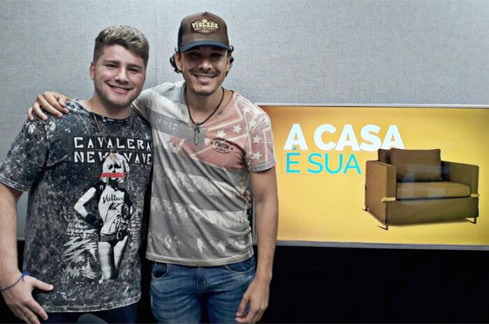 """Neto e Junior se apresentam no programa """"A Casa é Sua"""""""