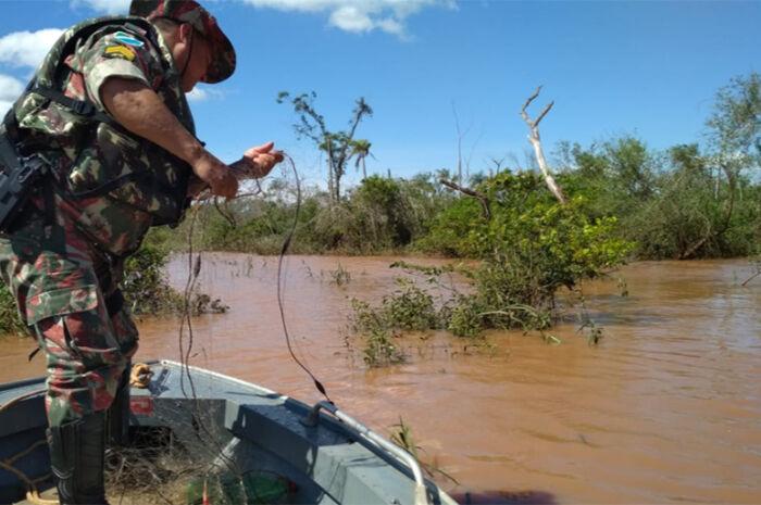 Pescadores são presos por pescar com redes