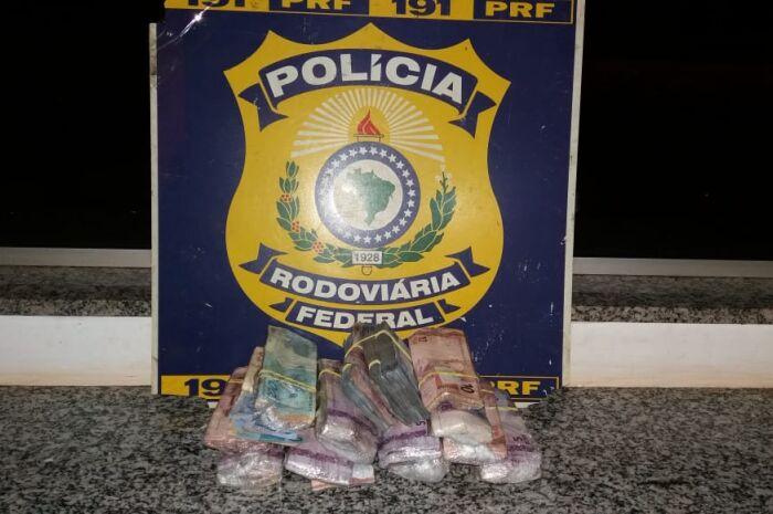 PRF apreende mais de R$ 15 mil escondidos em para-choque de carro