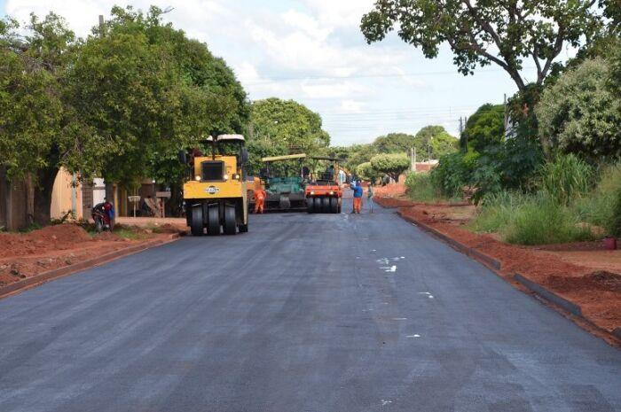 Jardim Dourados e Parque São Carlos terão obras de asfalto e drenagem
