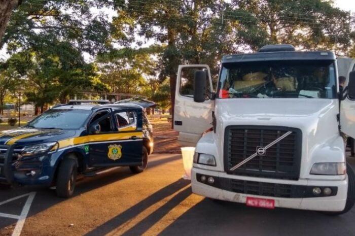 Motorista e filho são presos transportando 83 kg de droga, armas e munições