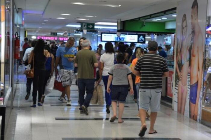 Pesquisa aponta que 9,3 milhões de brasileiros devem ir às compras de Natal na última hora