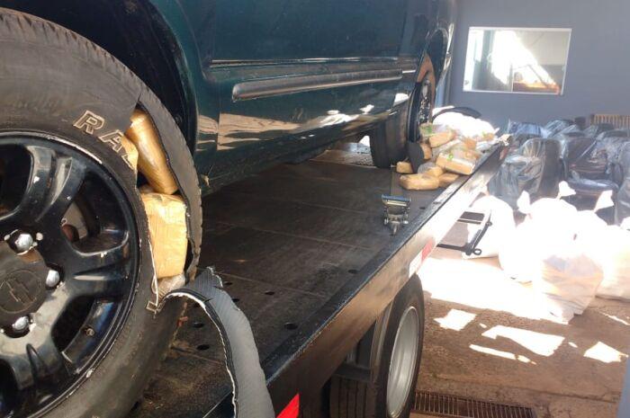 PRF apreende veículo com 156 quilos de maconha em guincho