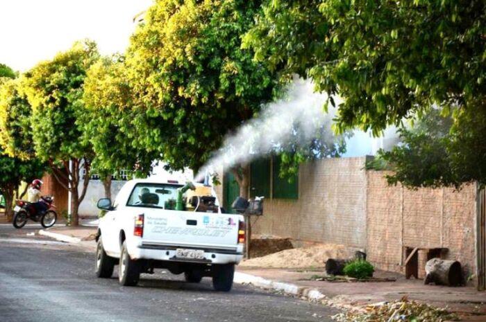 Fumacê percorre 16 bairros que mais registraram casos de dengue em Três Lagoas