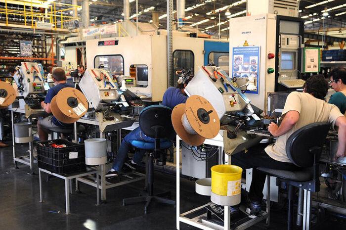 Produção industrial cresce 0,2% de setembro para outubro, diz IBGE