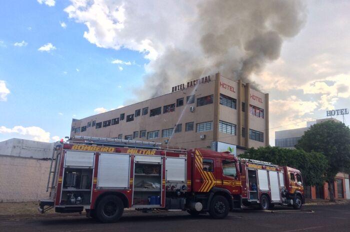 Hotel próximo a antiga rodoviária pega fogo na Capital