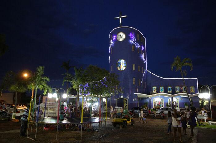 Papai Noel reuni população na Praça Matriz em Aparecida do Taboado