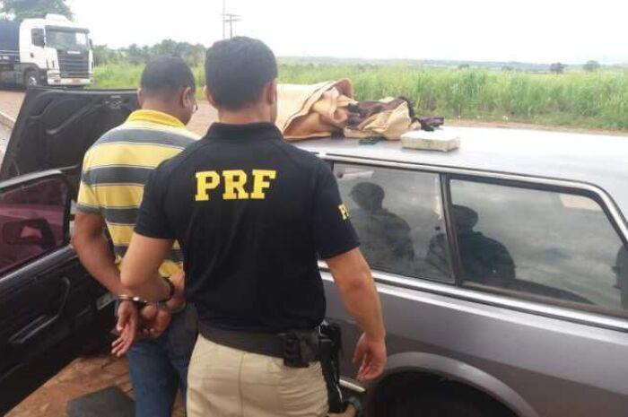 PRF encontra 21,8 kg de cocaína escondidos em painel de carro