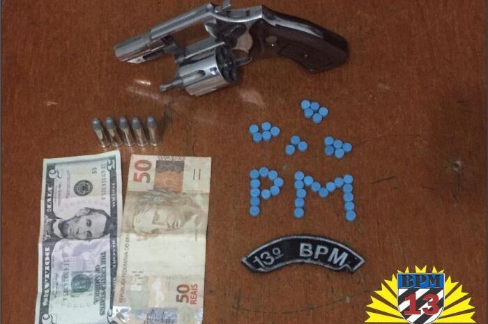 Homem é preso com ecstasy, revólver e munição em bar