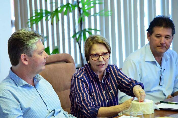 Ministra da Agricultura reforça política para a cadeia do leite