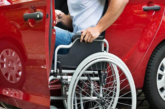 Deficientes físicos têm direito a desconto na compra do veículo e no IPVA