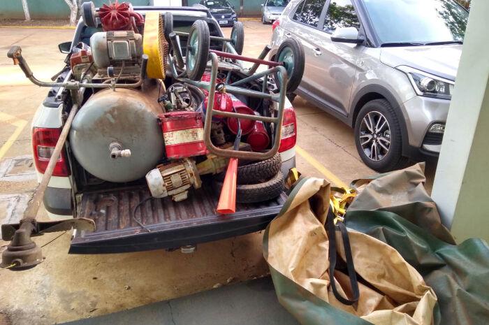 Trio é preso com picape cheia de produtos furtados de indústria de celulose