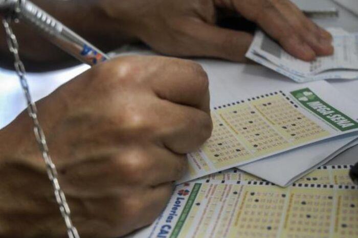 Mega-Sena acumula e prêmio pode chegar a R$ 33 milhões