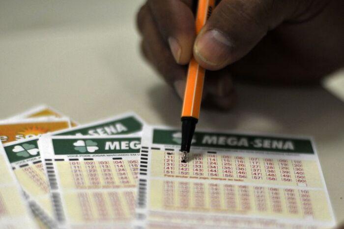 Ninguém acerta a Mega-Sena e prêmio acumula em R$ 27 milhões