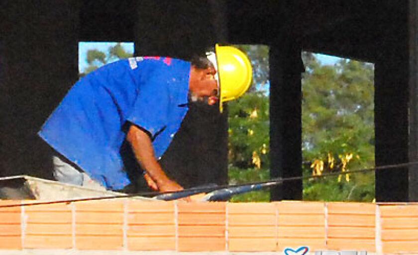 Embora o volume de obras em toda a Cidade, o número de demissões foi maior na construção civil