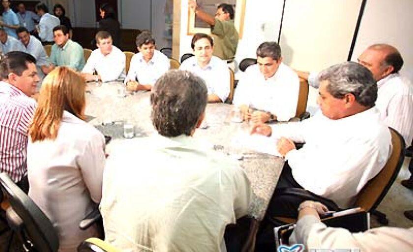 Flagrante da reunião do governador com os futuros administrados do PSDB