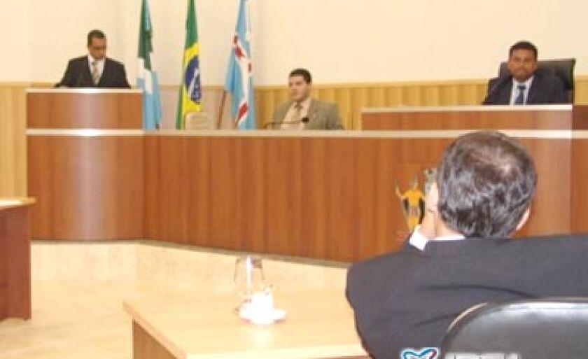 Vereadores reunidos em sessão ordinária