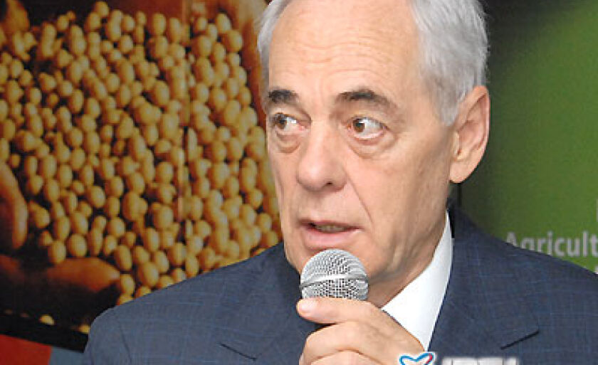 Ministro Reinold Stephanes, durante reunião, disse que a queda deve ser de 2,5%,