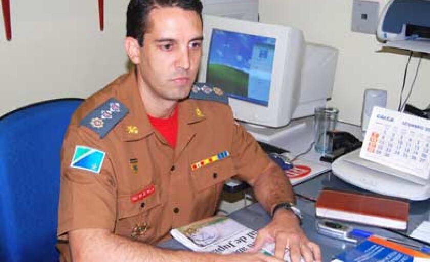 Comandante dos bombeiros, major Mello