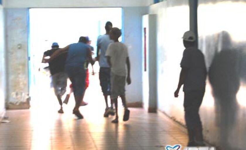 Bagunceiros invadem escola e perturbam alunos e professores