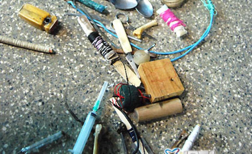 Todo material apreendido (drogas, armas artesanais e aparelhos celulares) foram encaminhados à delegacia