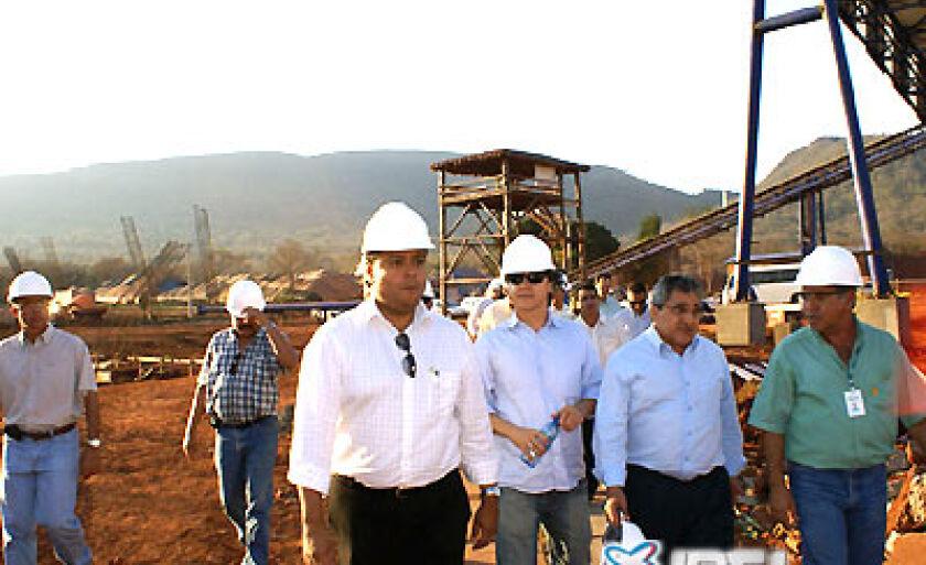 Autoridades visitam as instalações da MMX, logo após sua inauguração