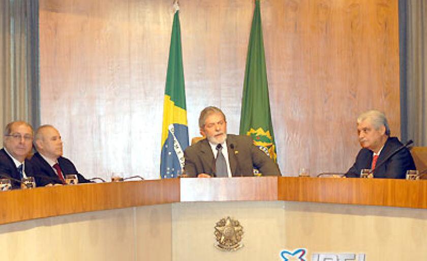 Presidente Lula, reunido com os ministros da área econômica e empresarios anunciou as medidas do governo contra a crise