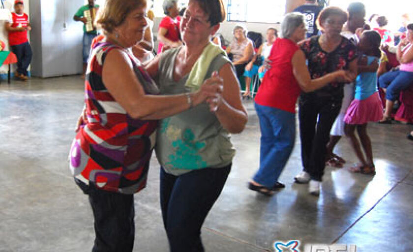 Os 16 grupos realizaram atividade de confraternização com muita dança e jogos