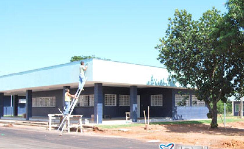 Pequena equipe de trabalhadores realizava serviços de acabamento nos blocos que abrigarão toda a estrutura funcional e burocrática do Posto Fiscal de Júpia