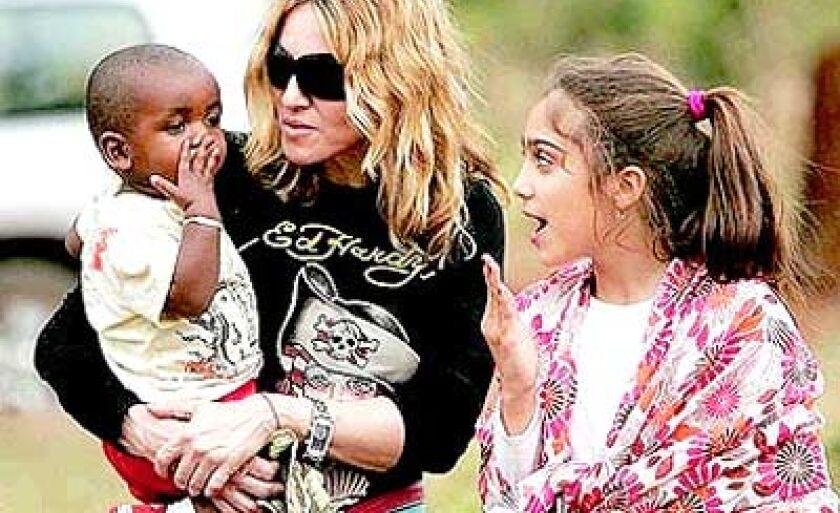 Madonna com seus filhos Lourdes Maria e David Banda no Malauí