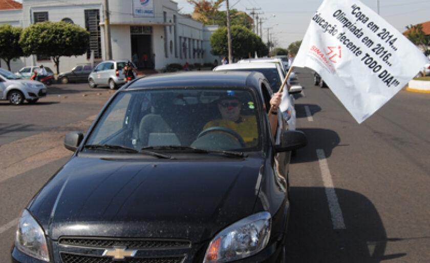 Carreata saiu da UFMS com destino à praça Senador Ramez Tebet