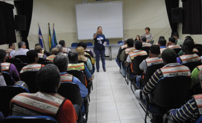 Reunião foi realizada no Centro Cultural