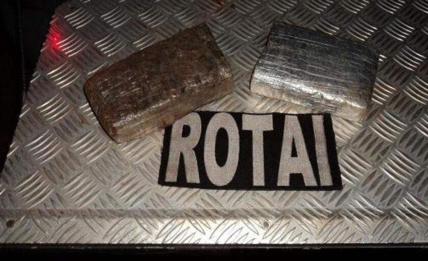 Tabletes de maconha apreendidos por policiais militares da Rotai