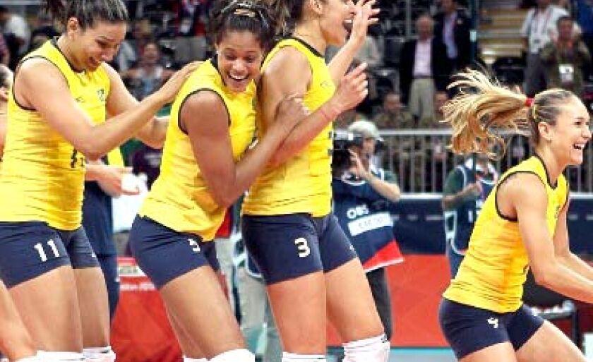 Jogadoras brasileiras comemoram a classificação para a decisão