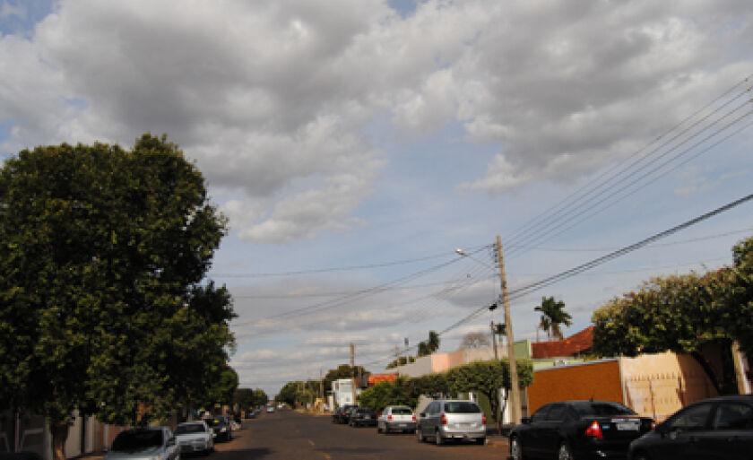 Tempo permanece nublado, mas não há previsão de chuvas